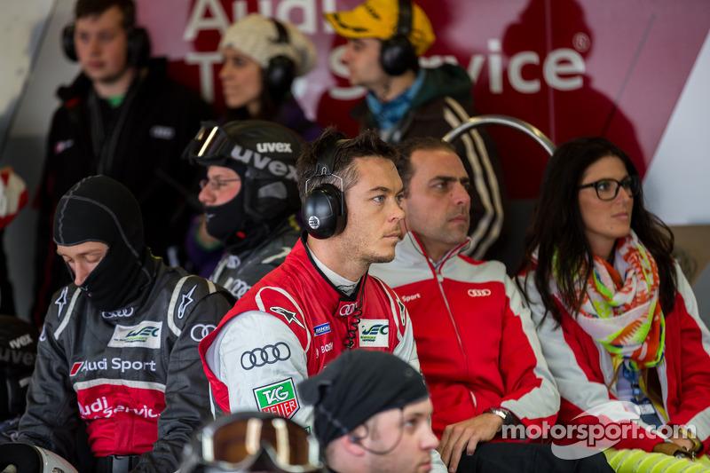 Andre Lotterer bekijkt de race