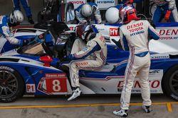 Stéphane Sarrazin sort de la Toyota, Sébastien Buemi y rentre