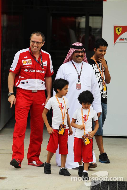 Muhammed Al Khalifa, Presidente do BIC com Stefano Domenicali, Diretor Geral da Ferrari e família