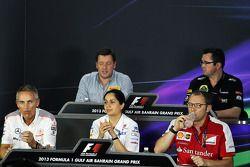 FIA basın toplantısı, Pirelli Motorsport Direktörü; Eric Boullier, Lotus F1 Takım Patronu; Martin Wh
