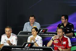 Coletiva da FIA, Diretor Esportivo da Pirelli; Eric Boullier, chefe da equipe Lotus; Martin Whitmars