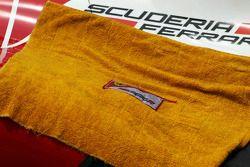 Une serviette couvre le capot moteur de la Ferrari F138