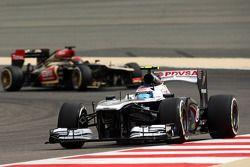 Valtteri Bottas, Williams FW35 et Kimi Räikkönen, Lotus F1 E21