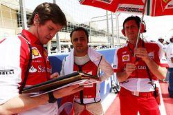 Rob Smedley, Engenheiro da Ferrari e Felipe Massa, Ferrari no grid
