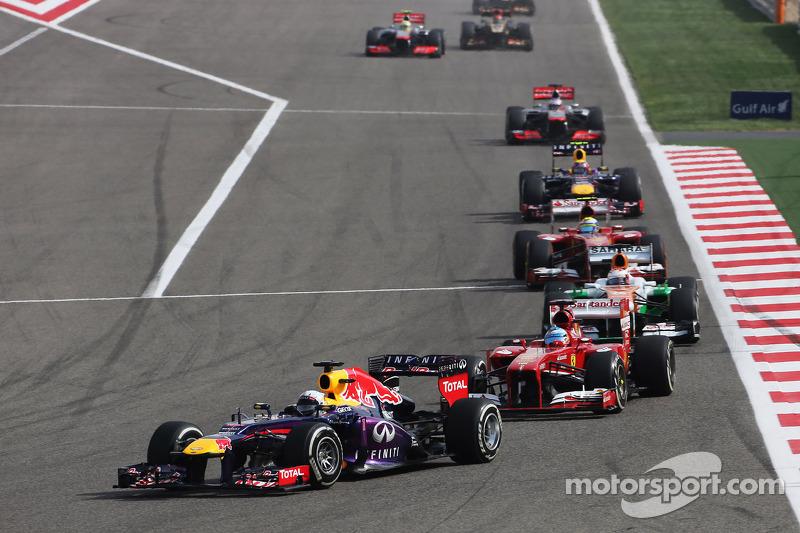 Sebastian Vettel, Red Bull Racing RB9 leads Fernando Alonso, Ferrari F138