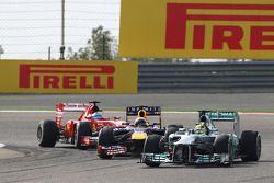 Nico Rosberg, Mercedes AMG F1 W04, Sebastian Vettel, Red Bull Racing RB9 et Fernando Alonso, Ferrari F138