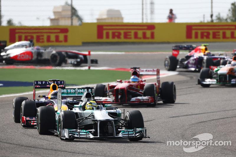 Nico Rosberg, Mercedes AMG F1 W04 leads Sebastian Vettel, Red Bull Racing RB9 and Fernando Alonso, Ferrari F138