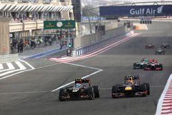 Romain Grosjean, Lotus F1 Team et Mark Webber, Red Bull Racing