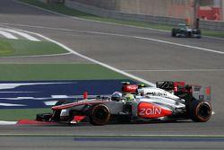 Romain Grosjean, Lotus F1 Team et Sergio Pérez, McLaren Mercedes