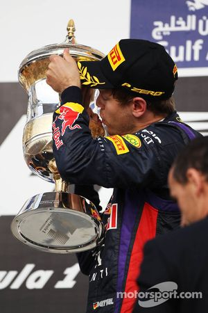 Ganador de la carrera Sebastian Vettel, Red Bull Racing celebra en el podio