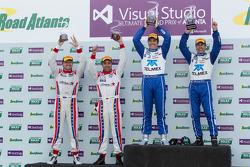 Overall podium: Winnaars Scott Pruett en Memo Rojas, 2e plaats Ryan Dalziel, Alex Popow