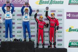 Overall pódio: vencedores Scott Pruett e Memo Rojas, terceiro colocado Jon Fogarty, Alex Gurney