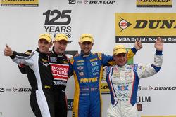Round 5 podium 1e plaats Andrew Jordan, 2e plaats Jason Plato, 3e plaats Gordon Shedden en JST Winna
