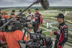 Motocross champion Chad Reed, V8 SuperCar pilotos James Courtney e Fabian Coulthard com NASCAR driver Kurt Busch