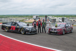 Chad Reed, James Courtney et Fabian Coulthard avec Kyle Busch