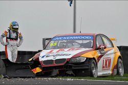 Crash, Darryl O'Young, BMW E90 320 TC, ROAL Motorsport