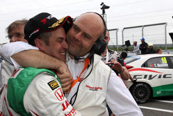 2nd position Tiago Monteiro, Honda Civic Super 2000 TC, Honda Racing Team Jas with Andrea Adamo, Chief Designer, Honda Racing Team Jas