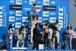 Gabriele Tarquini, Honda Civic, Honda Racing Team J.A.S. race winner, 2nd position Tiago Monteiro,