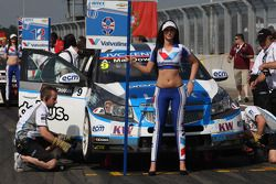 Alex MacDowall, Chevrolet Cruze 1.6T, bamboo-engineering and Grid Girl