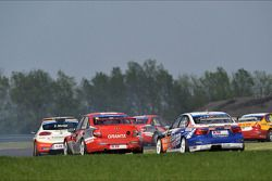 Mikhail Kozlovskiy, LADA Granta, LADA Sport Lukoil and Charles Ng Ka Ki, BMW E90 320 TC, Liqui Moly Team Engstler