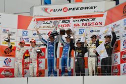 GT300 podium: winners Morio Nitta, Koki Saga, second place Hideki Mutoh, Yuhki Nakayama, third place Kouji Yamanishi, Shinya Hosokawa