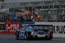 #31 APR Toyota Prius: Morio Nitta, Koki Saga wint de GT300