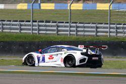 Lekke band voor #9 Sébastien Loeb Racing Mc Laren MP4/12C: Nicolas Tardiff, Nicolas Marroc
