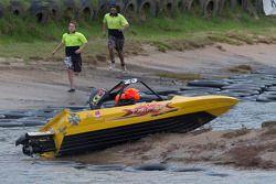 Jonathon Webb probeert een raceboot