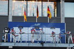 pódio: vencedores Andre Lotterer, Benoit Tréluyer, Marcel Fässler, segundo colocado Tom Kristensen,