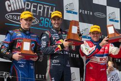 Podium: racewinnaar Jamie Whincup, 2e plaats Mark Winterbottom, 3e plaats Jason Bright
