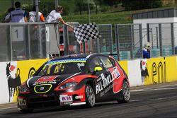 Robert Huff, SEAT Leon WTCC, ALL-INKL.COM Munnich Motorsport pakt de overwinning