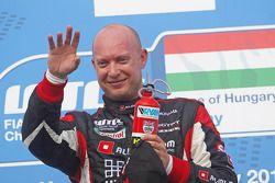 Podium: race winner Robert Huff, SEAT Leon WTCC, ALL-INKL.COM Munnich Motorsport celebrates