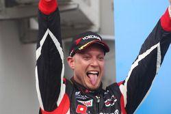 Podium: racewinnaar Robert Huff, SEAT Leon WTCC, ALL-INKL.COM Munnich Motorsport viert zijn zege