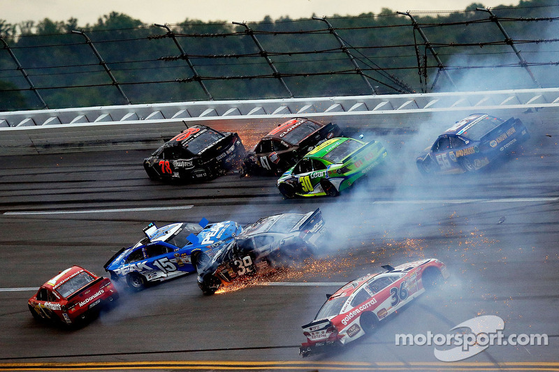 Frühjahr 2013: Crash mit Kurt Busch, Bobby Labonte, Clint Bowyer, Ryan Newman