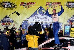 Victory lane: race winner David Ragan, Frontrow Motorsports Ford