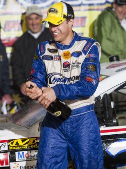 Ganador de la carrera, David Ragan, Frontrow Motorsports Ford