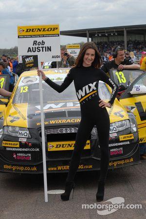 Une gridgirl Wix Racing