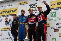 1er Gordon Shedden, 2e Matt Neal, 3e Andrew Jordan, avec Lea Wood