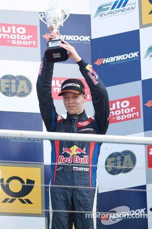 Podium: third place Daniil Kvyat