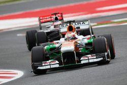 Paul di Resta, Sahara Force India lidera Jenson Button, McLaren