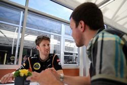 Romain Grosjean, Lotus F1 Team et un journaliste
