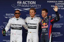 Lewis Hamilton segundo Mercedes AMG F1; Ganador de la pole position Nico Rosberg, Mercedes AMG F1 y