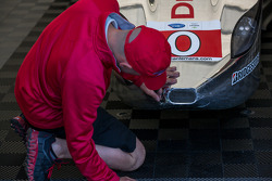 Damage to the Deltawing during qualifying