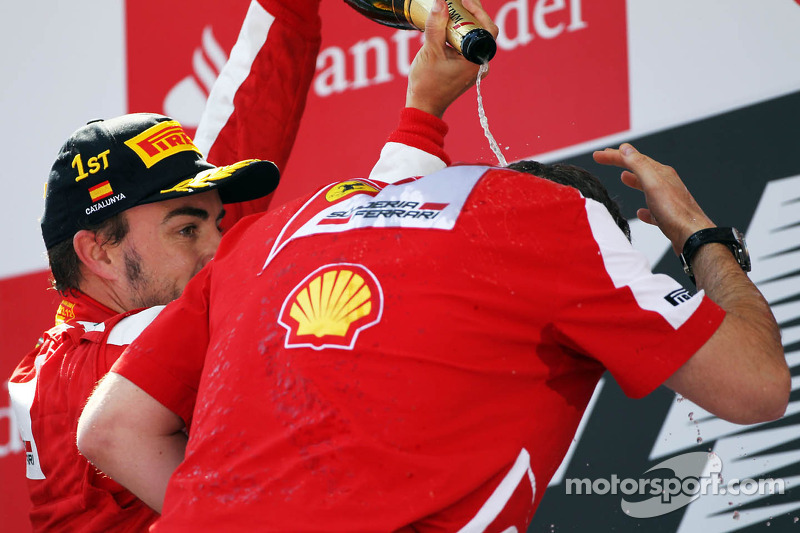 Race winner Fernando Alonso, Ferrari celebrates on the podium with Stefano Domenicali, Ferrari General Director