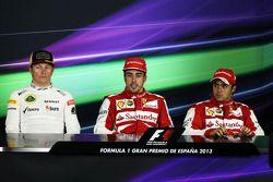 Fernando Alonso et Felipe Massa, avec leur concurrent de chez Lotus