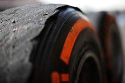 Worn Pirelli lastiği