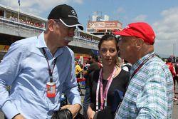 Dr. Dieter Zetsche, CEO de Daimler AG con Niki Lauda, Presidente No-Ejecutivo de Mercedes, en la par
