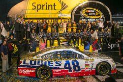 Pós-corrida: o vencedor Jimmie Johnson, Hendrick Motorsports Chevrolet