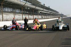 Polesitter Ed Carpenter, Ed Carpenter Racing Chevrolet. second place qualifier Carlos Munoz, Andretti Autosport Chevrolet, third place qualifier Marco Andretti, Andretti Autosport Chevrolet