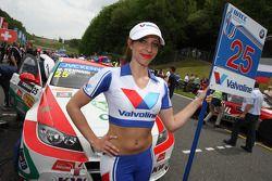 Grid Girl de Mehdi Bennani, BMW E90 320 TC, Proteam Racing